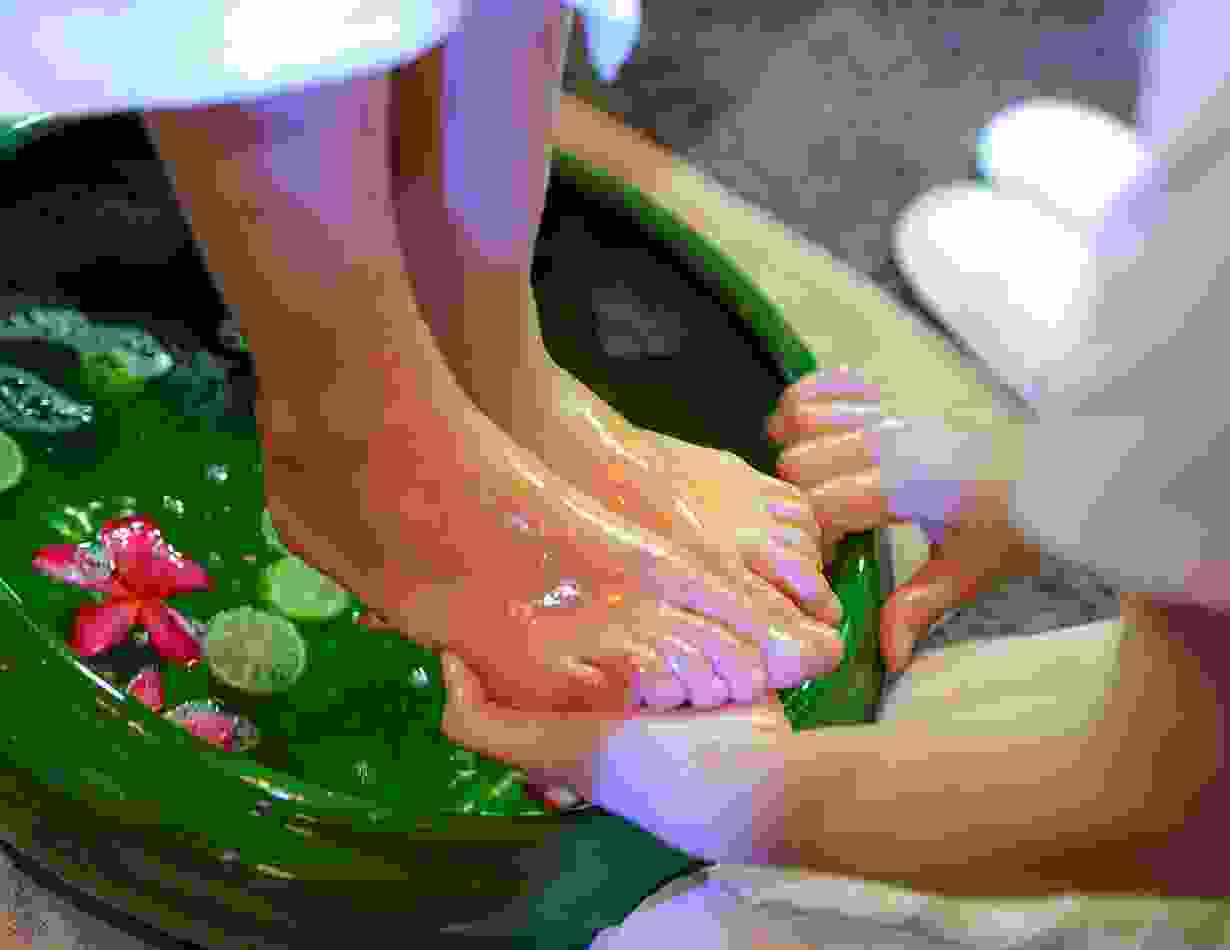 Oil bath with massage
